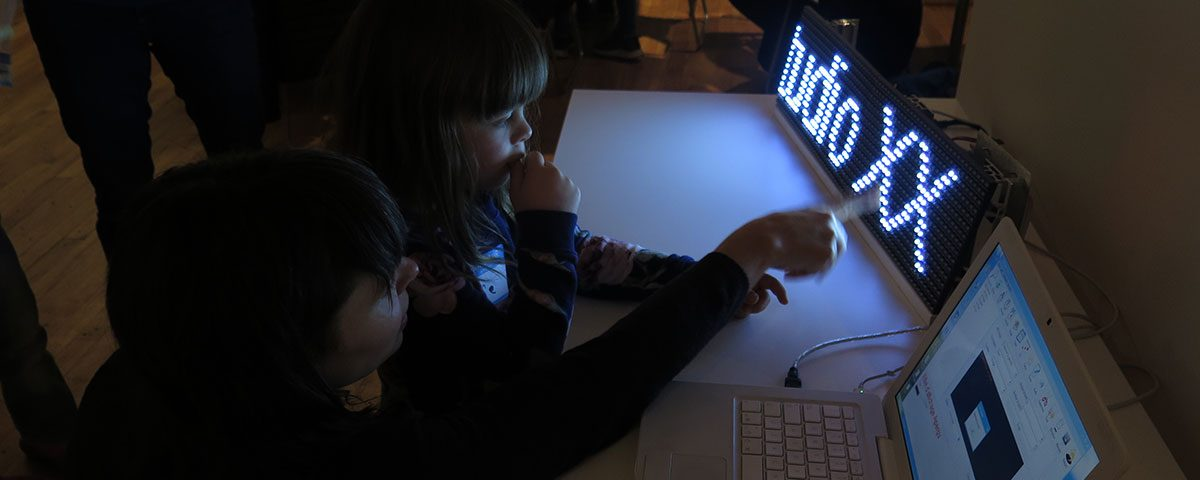 Arts électroniques en famille - vidéo. Photo: Stéphanie Lagueux, 2015.