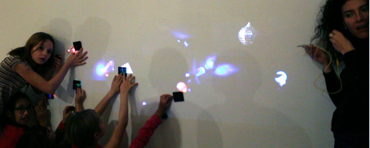 Arts électroniques en famille - énergie solaire. Photo: Stéphanie Lagueux, 2015.